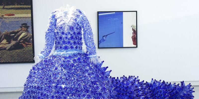 Plastic clothes by enrica borghi for Oggetti x la casa